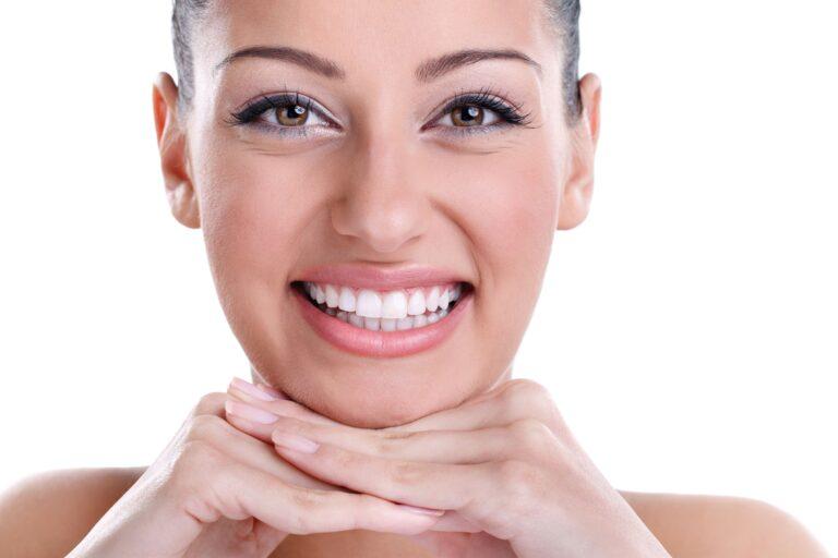 Stomatologia zachowawcza - piękny biały uśmiech